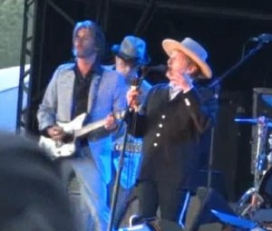 "Bob Dylan Plays ""Tangled Up in Blue"" at Hop Farm Festival"